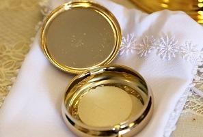 Donner la communion